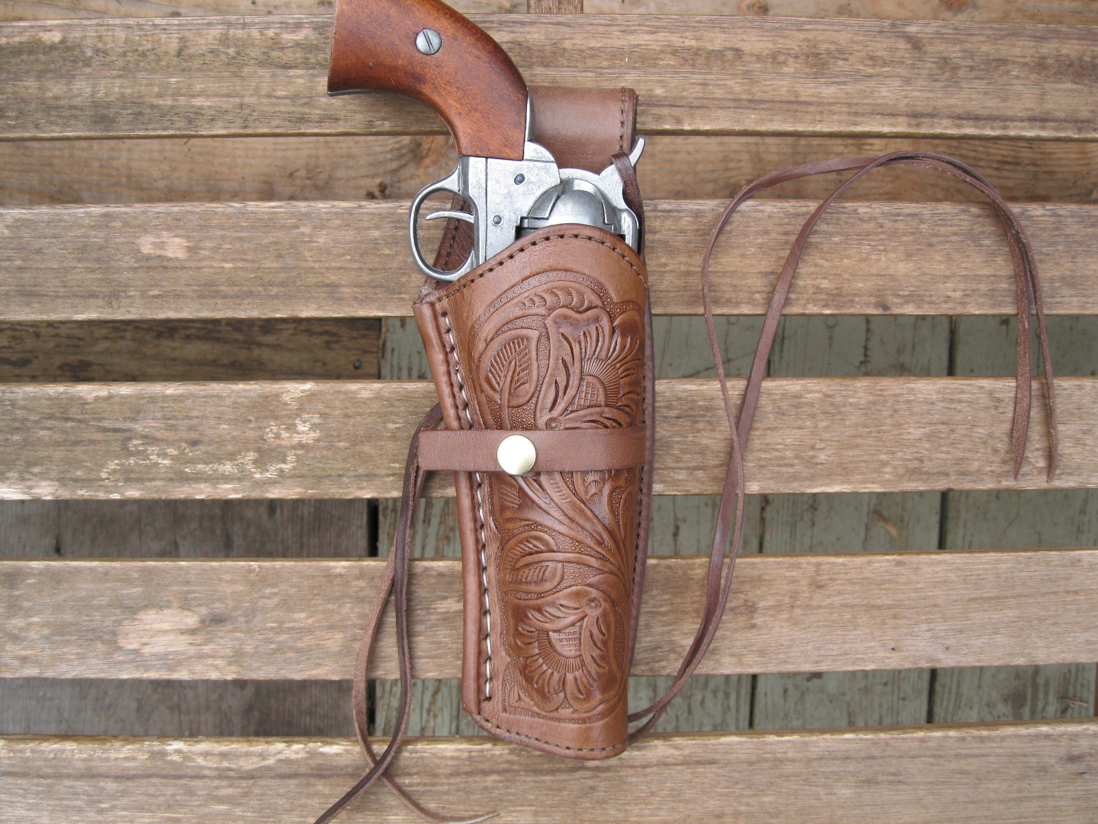 Now you can buy the best leather shoulder holsters easily